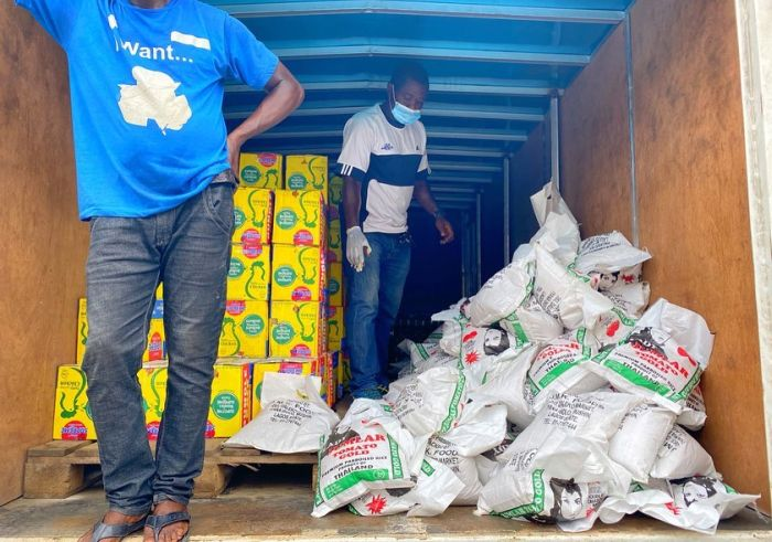 Chika Ike Distributes Food Items And Relief Material To People In Lagos