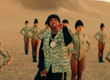 Video: Tyga - Floss In The Bank