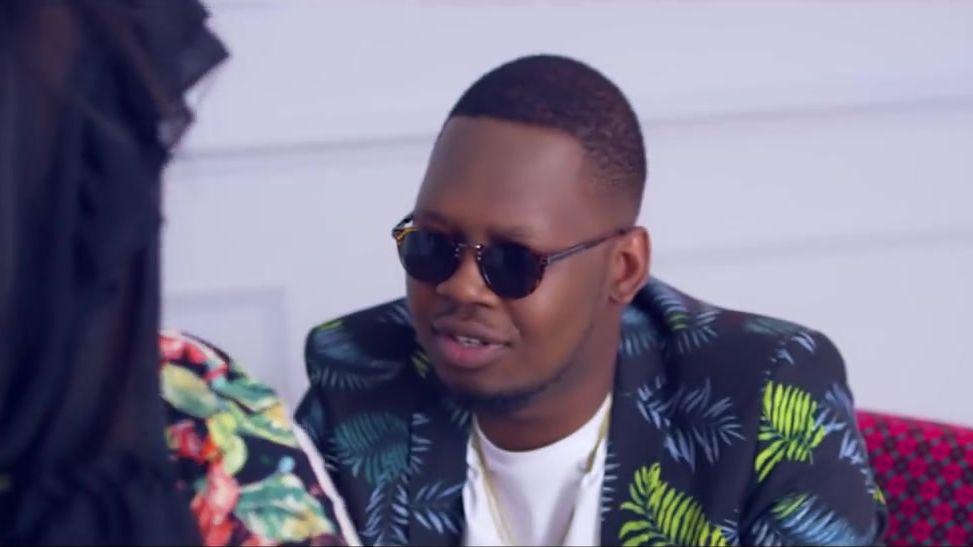 Ajebutter22 - Ghana Bounce (Remix) (feat. Mr Eazi & Eugy)