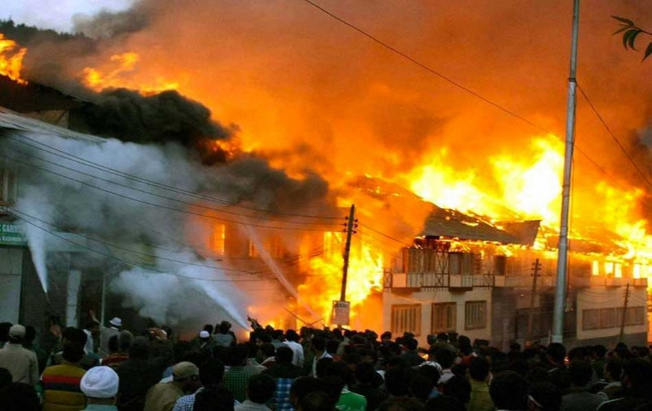 Fire razes popular Ibadan textile market