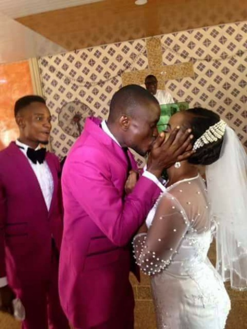Bride Kiss 0