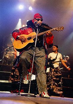 Koffi Olomide charged with assault for kicking dancer