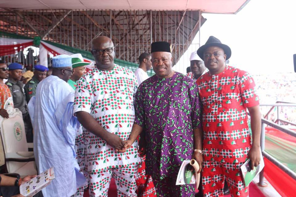 Senator Godswill Akpabio Flanked By Mr_ Samuel Effanga R And Sunny Elijah L Two APC Members In Akwa Ibom State Who Recently Defected To PDP