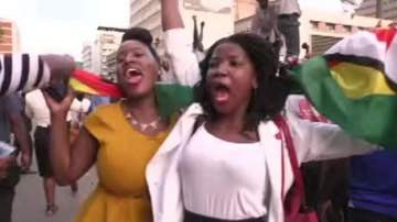 Pure Happiness: See How Zimbabweans Celebrated After Mugabe Resigned (Photos)