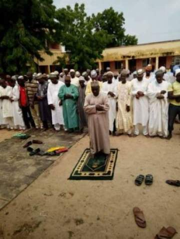 Adamawa Civil Servants Owed 4-months Salary Offer Special Prayers in Front of their Office (Photos)