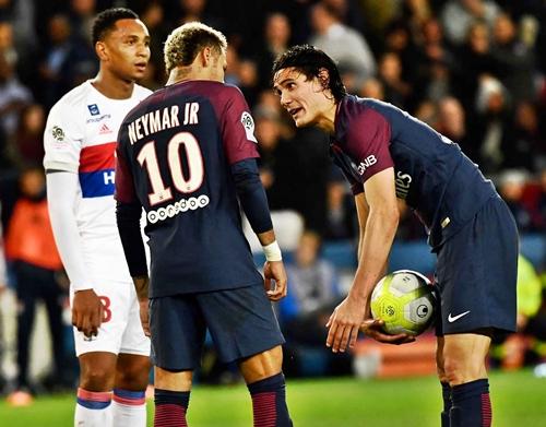 Neymar Vs Cavani: Psg Announces Club 's Penalty Taker After Players ' Fight