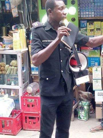 Policeman Pictured Preaching At Alaba International Market (Video)