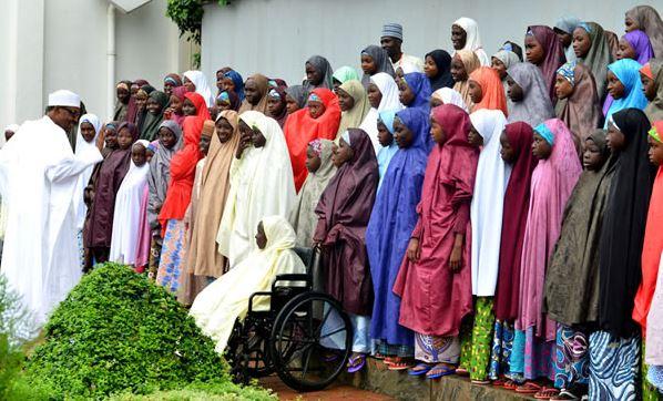 Buhari With Dapchi Girls2