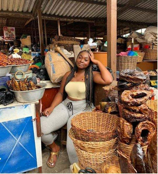 Curvy Slay Queen Spotted Selling Fish In A Market Causes Stir Online Photos 1