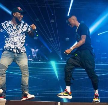 Davido And Wizkid Jumping On Stage In London (Photos)