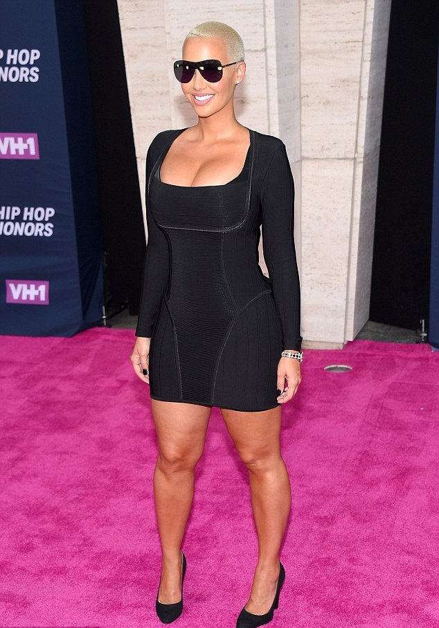Amber Rose Shows Off Signature Curves In A Bodycon LBD At The 2016 VH1 Hip Hop Honors