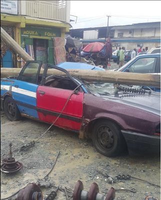 Electric pole falls on car in Port Harcourt (photos)