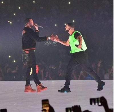 Drake brings Meek Mill on stage during his Boston concert and that ends their beef (Photos & Videos)