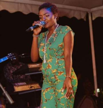Simi Is Pregnant For Adekunle Gold... Fans Gossip After Sighting Her Bump