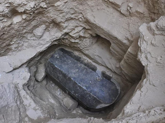 Sealed Black Sarcophagus Discovered Egypt 5b470f40459f7__700