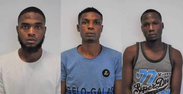 EFCC arrest Yahoo boys in Abuja (Photos)