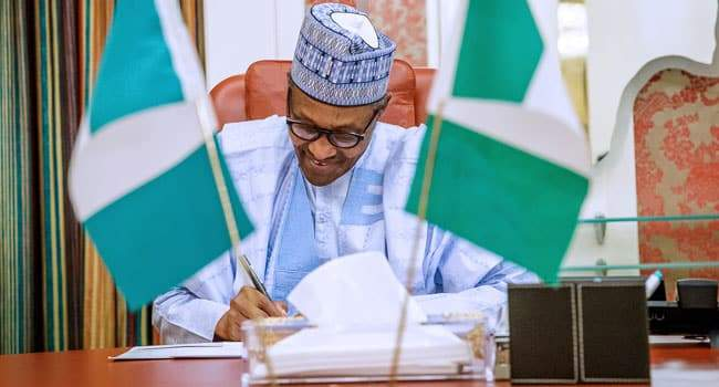 Muhammadu Buhari Signs Minimum Wage
