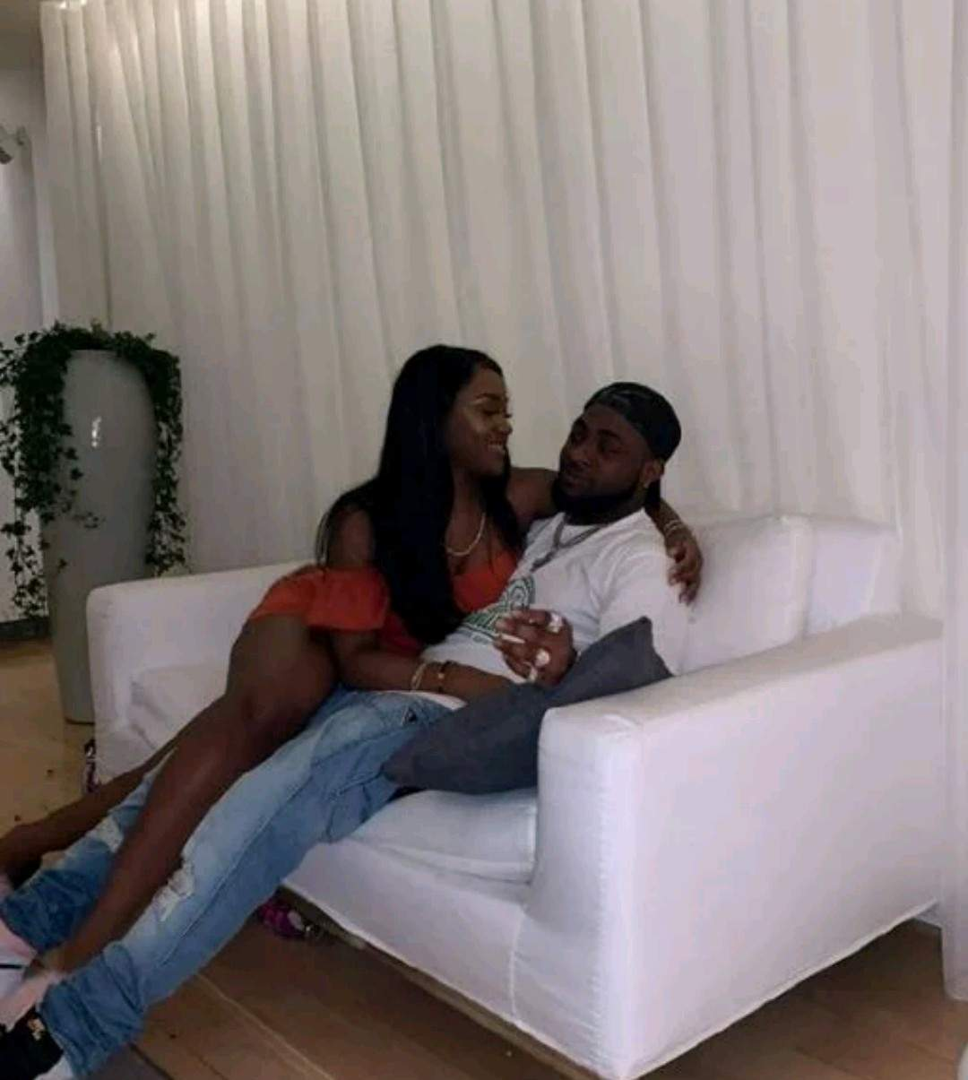 """""""It's painful""""- Chioma says as Davido fondles her breast (Video)"""