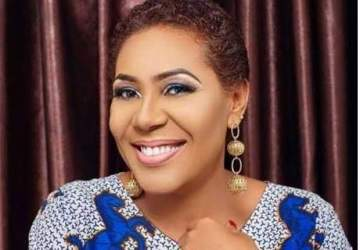 Veteran actress Shan George drags people showing her fake love (Video)