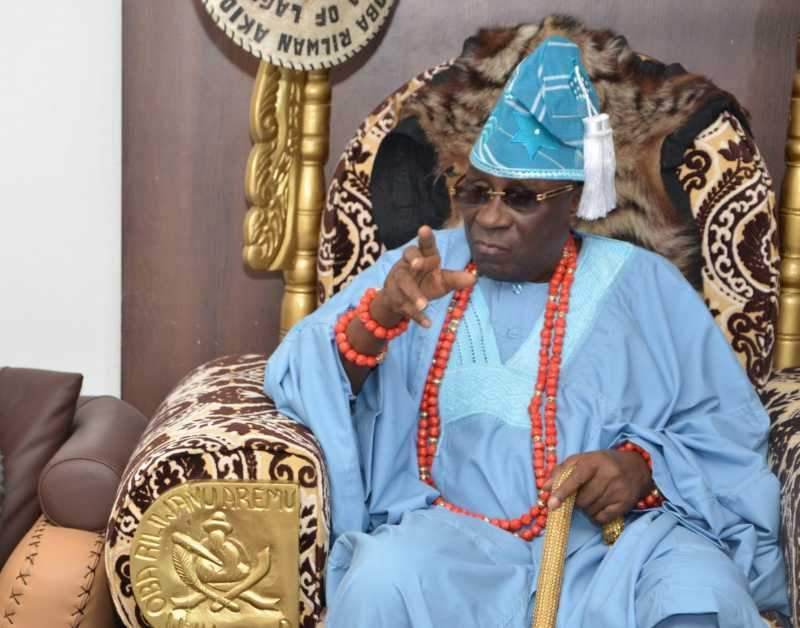 Oba of Lagos charges the 'gods' on looters of the king's staff (Video)