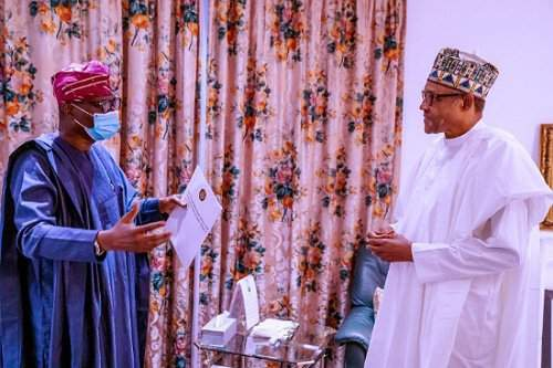 Watch moment Buhari laughed while Gov. Sanwo-Olu presented the demands of Lagos #EndSARS protesters to him (Video)