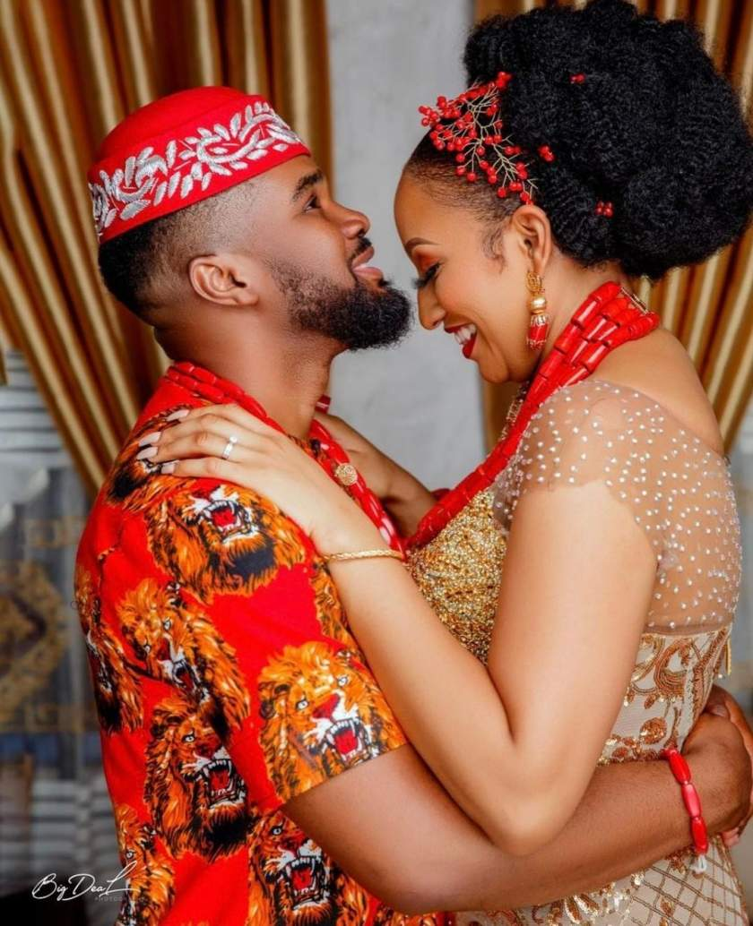 Moment Williams Uchemba's bride danced towards him and gave him palm wine to drink (Video)