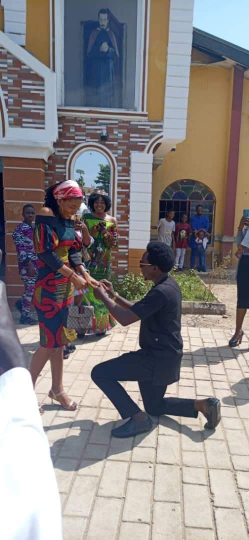"""""""The Holy Spirit arrested him"""" - Hilarious reactions as man proposes to his girlfriend in Church (Photos)"""