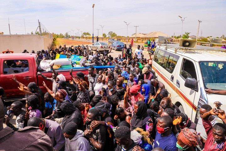 Looters Begs For Forgiveness After Returning Stolen Palliatives In Plateau