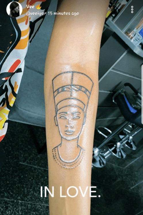 Vee gets tattoo of ancient Egyptian Queen, Nefertiti