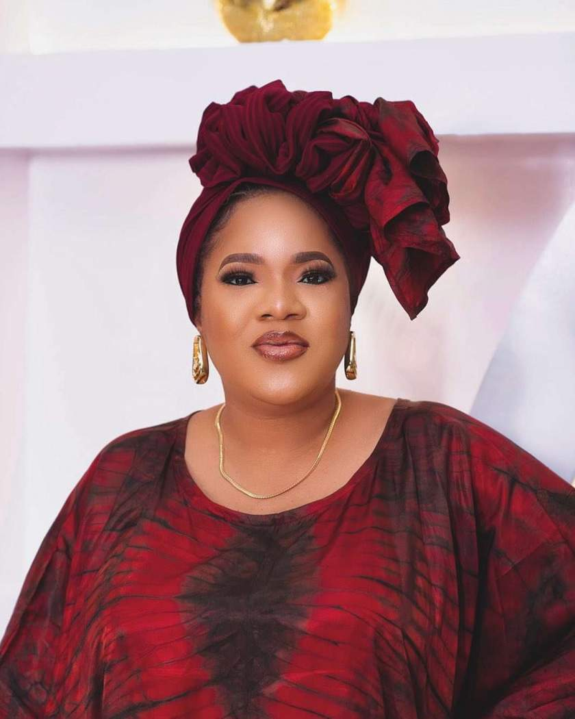 Reactions as Toyin Abraham blows child beggar kiss in traffic (Video)