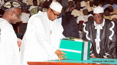 President Muhammadu Buhari (middle)