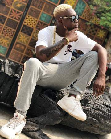 Zlatan Ibile acquires a Bentley Bentayga.