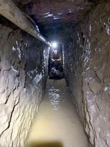 US Govt discovers El Chapo's drug-smuggling tunnel with underground railway from Mexico to US (photos)