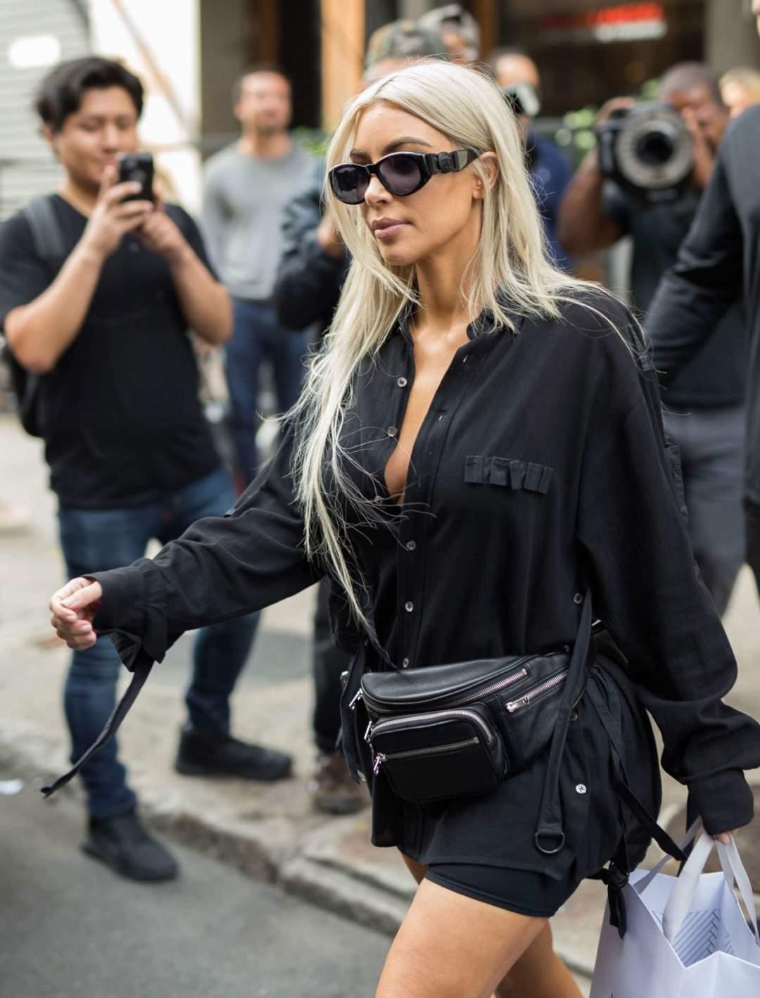 Kim Kardarshian Wearing Fanny Pack E1546531197619