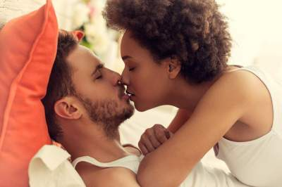 8 Diseases You Can Get From Kissing