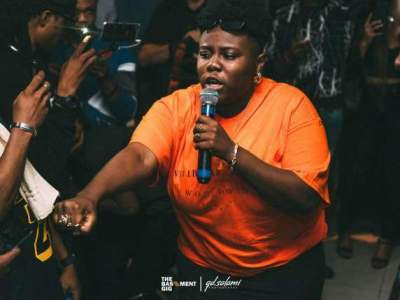 Oh wow! Teni Entertainer transforms as she wears a wig