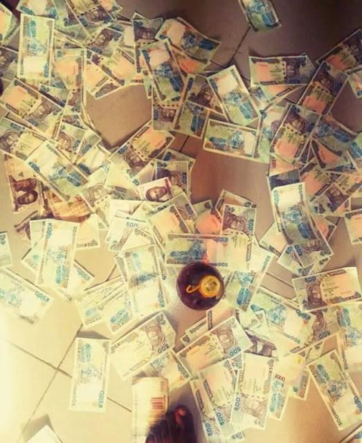Unical Student Show Off Money 03?resize=523%2C640