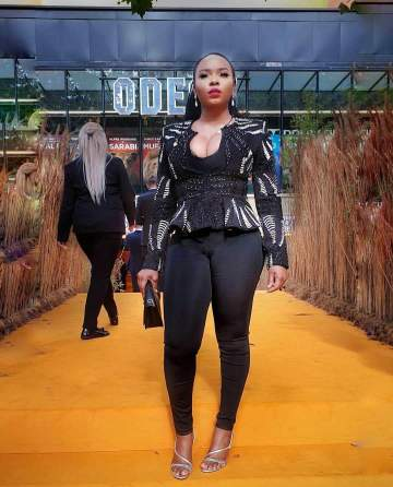 Yemi Alade meets Beyonce and Jay Z at movie premiere in London (Video)
