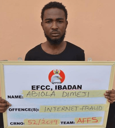 Suspected Yahoo boy pretending to be a woman arrested for scamming US citizen of $230 (Photo)