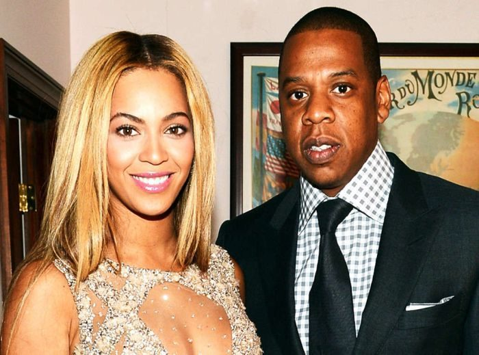 Jay Z Caught Fingering Beyonce In Public? (See This Shocking Photo)