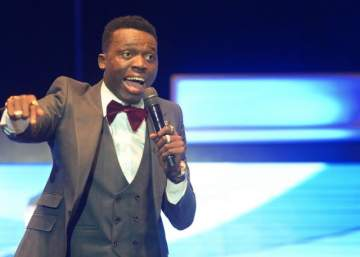 Comedian Akpororo calls out Bobrisky while performing on stage, says all gays will die