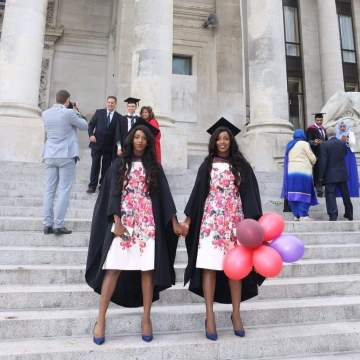 Meet gorgeous Nigerian identical twin sisters that wear the same outfit everyday (Photos)