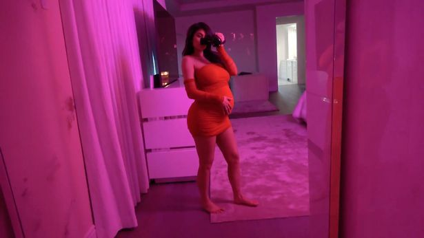 Jenner Pregnancy 06?resize=615%2C346