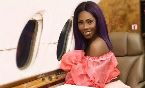 Tiwa Savage Chilling In A Private Jet Before Her Show In Malabo E1517691938236