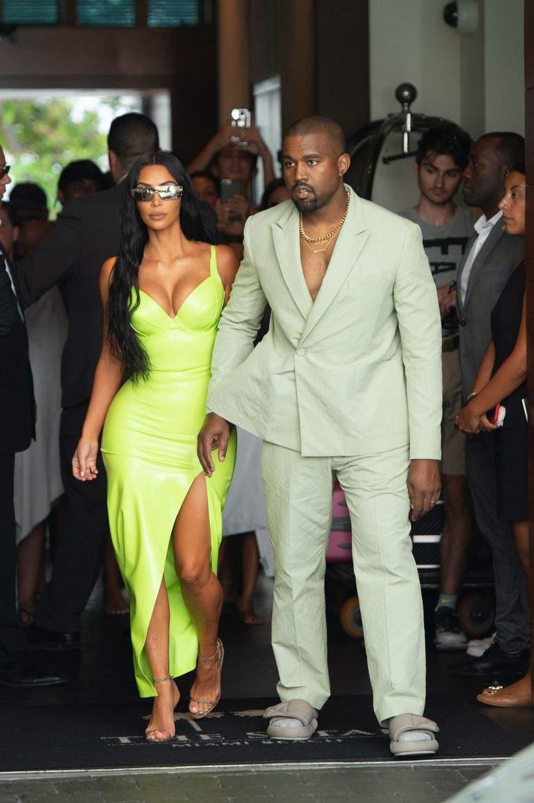 Kanye West 2 Chainz Wedding Socks Sliders 1534671527