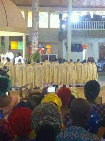 Identical twin brothers ordained Catholic priests in Imo State (Photos)
