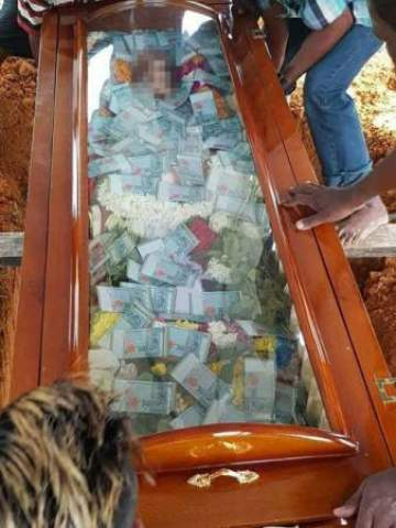 Man buries his father with N2.8m in cash, filled inside his glass coffin