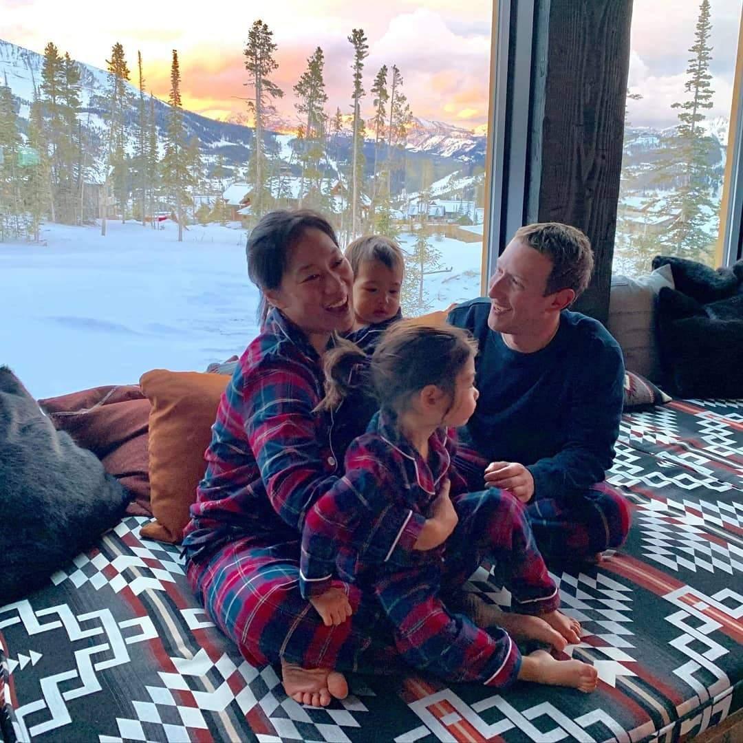 """I'm thankful... for matching pajamas"" Mark Zuckerberg writes as his family celebrate Thanksgiving (Photo)"
