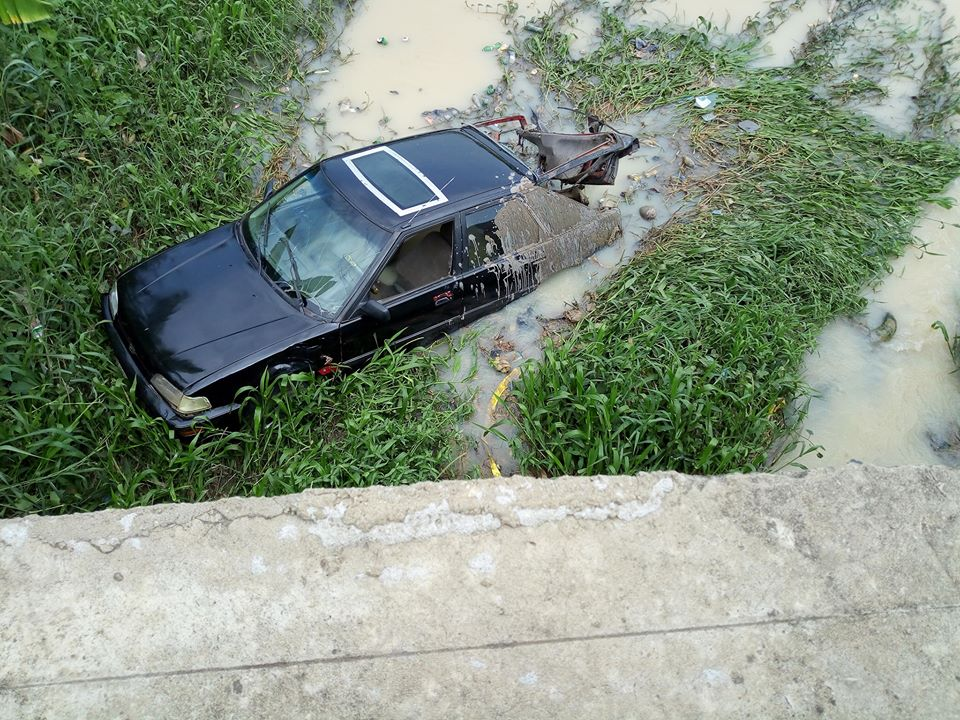 Driver Loses Control Of Car Falls Into Stream In Owerri Photos Lailasnews 1