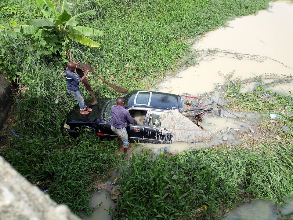 Driver Loses Control Of Car Falls Into Stream In Owerri Photos Lailasnews 3